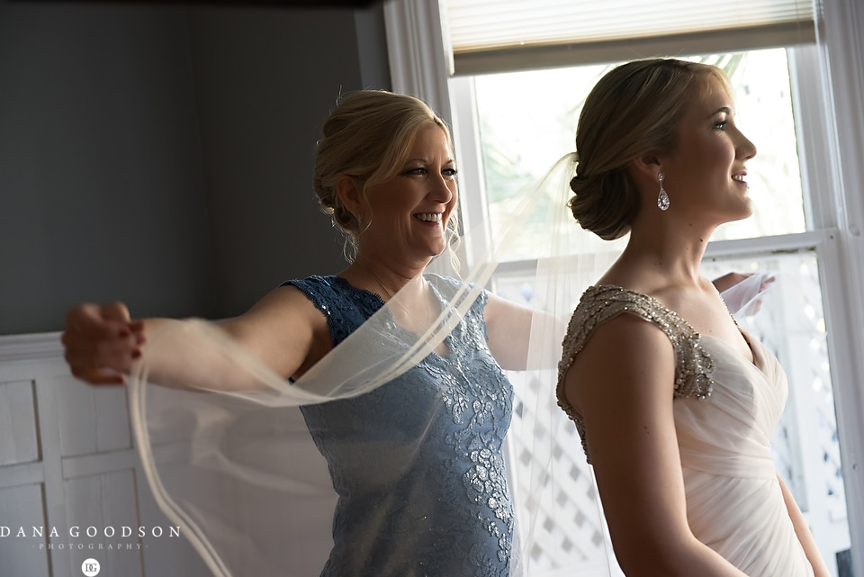 white room wedding | Caitlin & Steve | Dana Goodson Photography 016