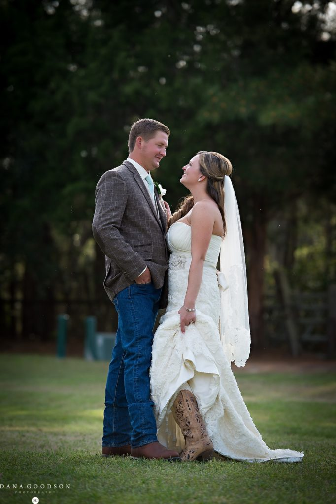 horse stamp inn wedding_Dana Goodson Photography_Emily&Bobby_51